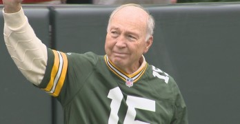 BART+STARR+WAVES+TO+CROWD
