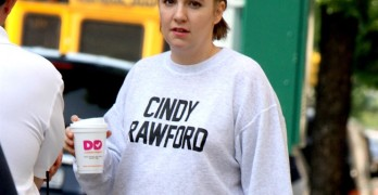 "Lena Dunham pictured wearing a sweater that read 'Cindy Crawford' at the ""Girls"" set in Williamsburg, Brooklyn.   Pictured: Lena Dunham Ref: SPL1291300  260516   Picture by: Jose Perez / Splash News  Splash News and Pictures Los Angeles:	310-821-2666 New York:	212-619-2666 London:	870-934-2666 photodesk@splashnews.com"