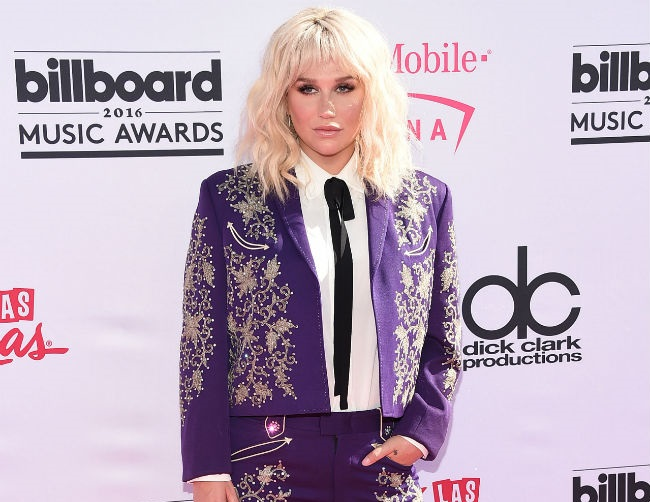 Kesha to receive Trailblazer Award