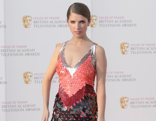 Anna Kendrick gets frustrated with Twitter fans